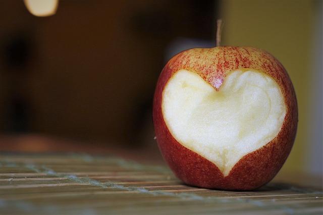 Simpatia da conquista com maçã